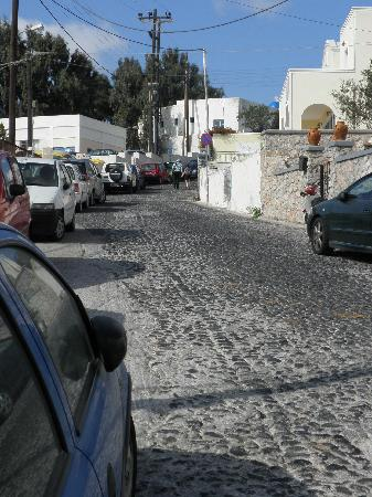 Neoklassiko Koukouli : Cobblestone drive up to the hotel.  We were dropped off/picked up right from the main street.