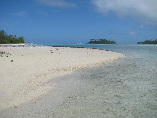 Muri Beach Club Hotel: From the island across the lagoon