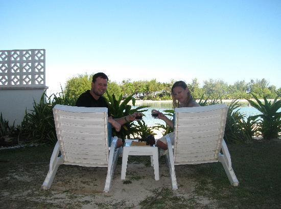 Muri Beach Club Hotel: Front yard