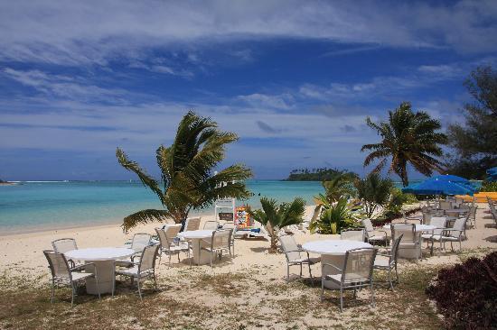 Muri Beach Club Hotel: The restaurant outdoor seating