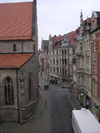 Mercure Hotel Erfurt Altstadt: View from my room, Tegut grocery store visible
