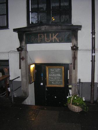Restaurant Puk : Step down to go the restaurant