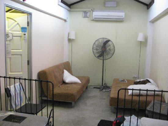 Betel Box Hostel: on the right was my couch