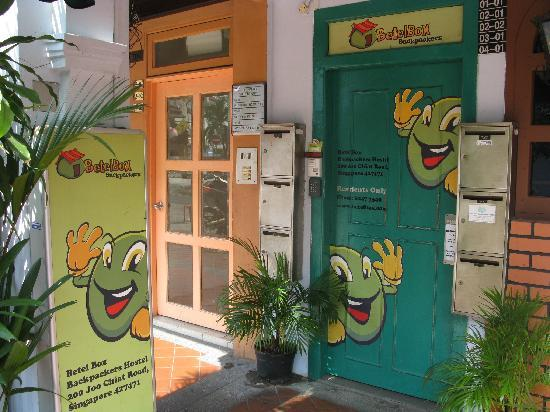 Betel Box Hostel: entrance door