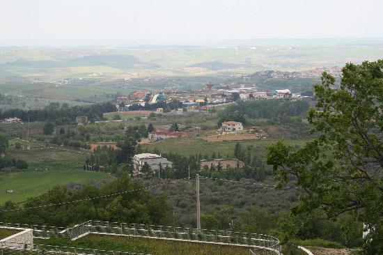 Venosa, Italië: Panorama della Città dal Bosco di Montalto