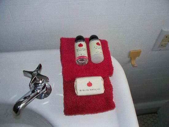 Pomegranate Inn: Toiletries
