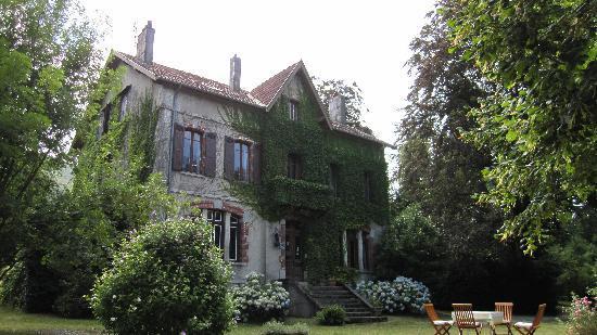 Chez Francoise: La maison et son perron