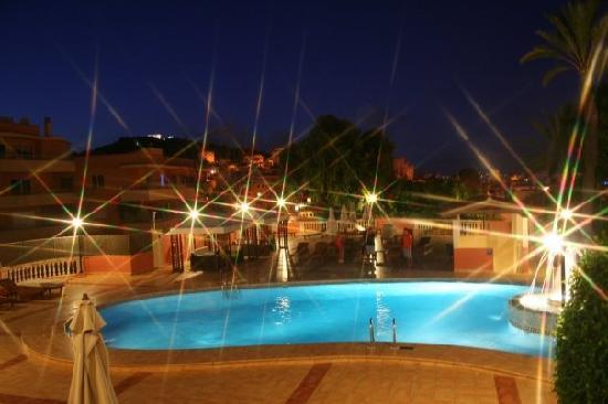 BQ Augusta: Pool at night