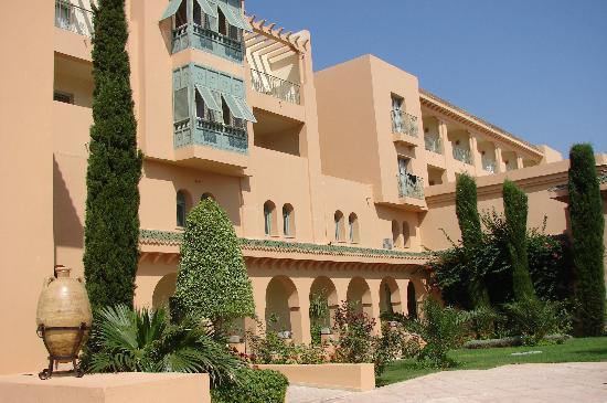 Alhambra Thalasso Hotel : entrée de l'hôtel