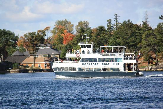 Captain Visger House: 1000 Islands tour boat