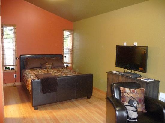 Ecoscape Cabins: Our cabin inside...so cozy!!!