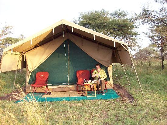 Serengeti Wilderness Camp: Sipping morning coffee