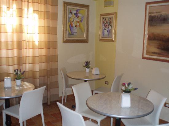 Casa Aurora : sala colazione