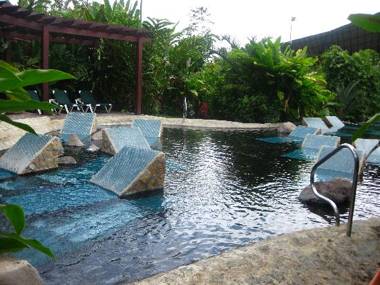 Baldi Hot Springs Hotel Resort & Spa: Rock lounges in hot spring!