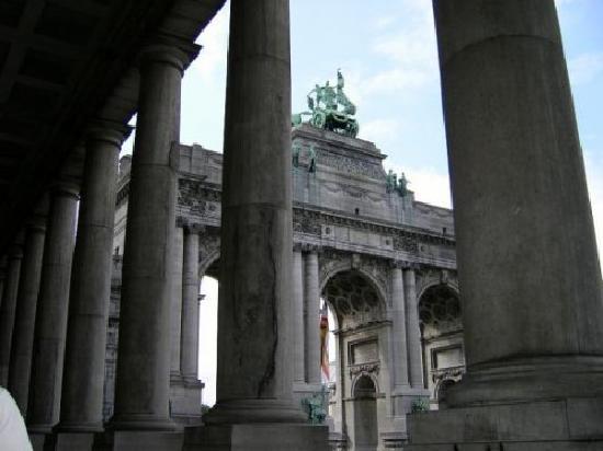 Parc du Cinquantenaire: Triumphal Arch