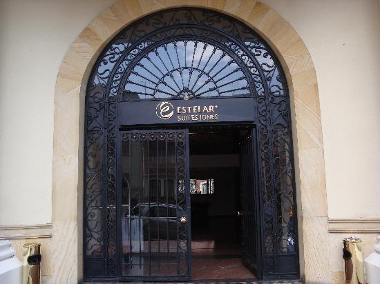 Hotel Estelar Suites Jones: Hotel   Entrance  calle 61