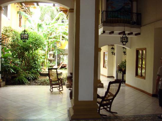 Hotel Alhambra: Patio
