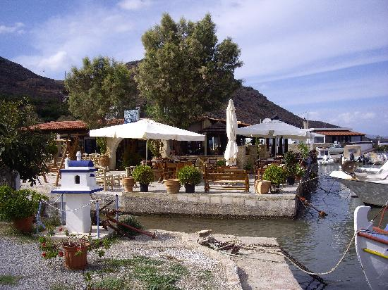 Galini Beach Hotel: The fishing boat harbour Kissamos
