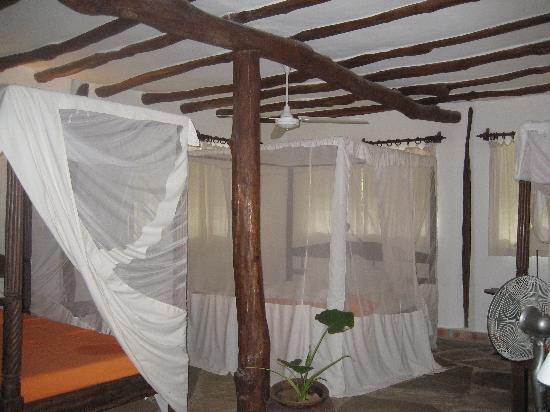 Diani Marine Divers Village: our room