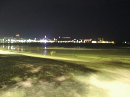 หาดพัทยา: Pattaya Beach at night, looking into Walking Street
