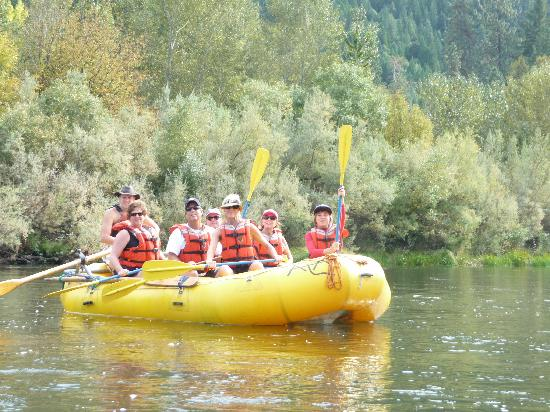 Marble Mountain Ranch - Family Guest Ranch : River rafting on the Klamath