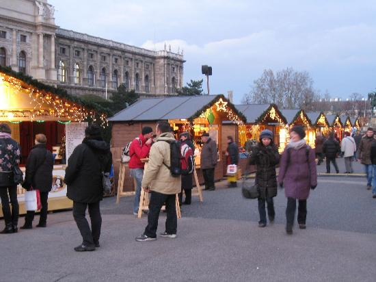 Hotel Altstadt Vienna: Christmas Market at Museum Square