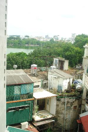 Hanoi Old Centre Hotel: lake view - looks better when you are there