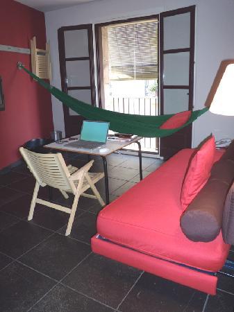 Casa Camper Hotel Barcelona: Longe Room in my suite at Casa Camper