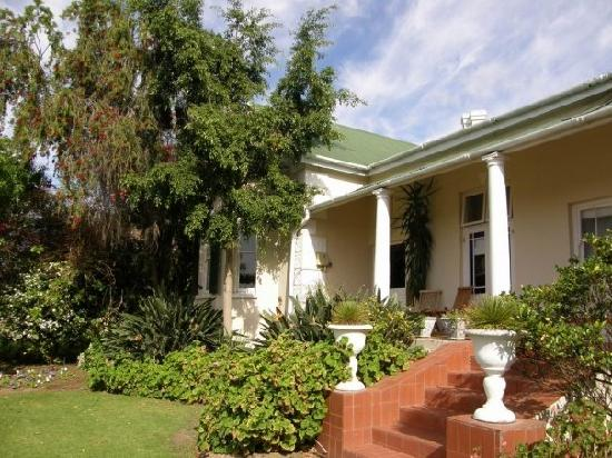 Montagu Vines Guesthouse: Views of the house