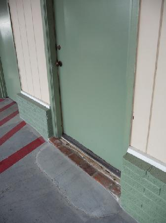 Americas Best Value Inn: Exterior door
