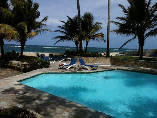 Kite Beach Hotel: That's Kite Beach, just past the pool!