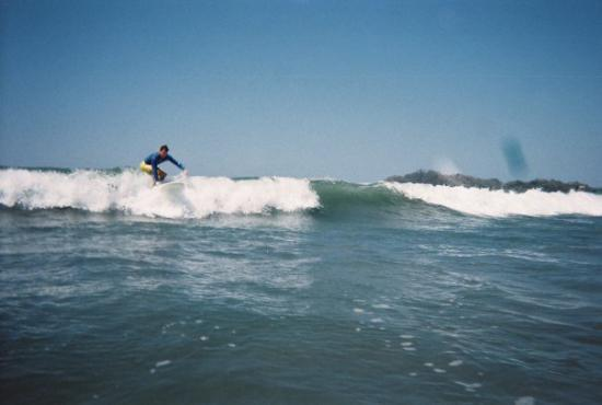 Jesse's Samara Beach Surf School: Greg caching a wave!!