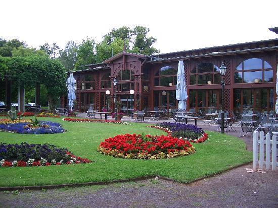 Dorint Herrenkrug Parkhotel Magdeburg: Park & Hotel
