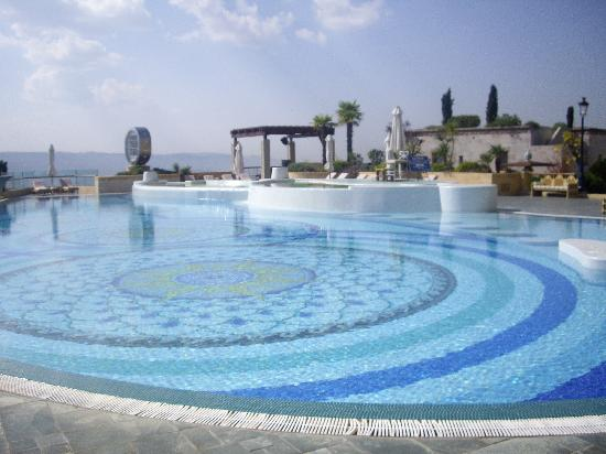 Grand Hills, a Luxury Collection Hotel & Spa: Pool area