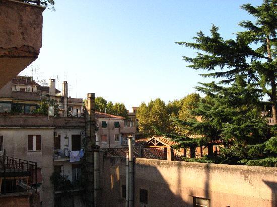 B&B Danilo Roma: vista dal terrazzino della stanza