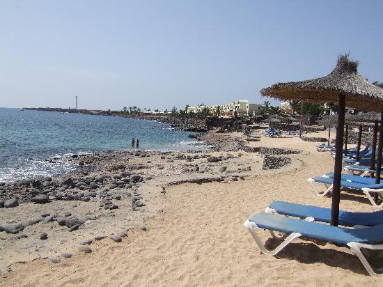 Small beach near hotel foto de h10 rubicon palace playa for Small beach hotels