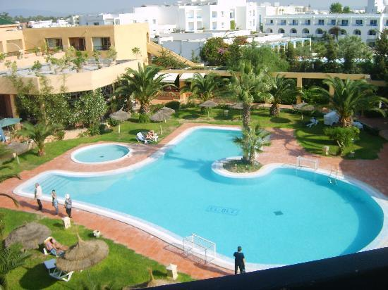 Hotel Dar El Olf: la piscine vu de ma chambre