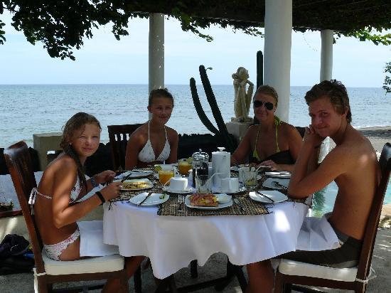 Villa Simha Bali: Breakfast is served