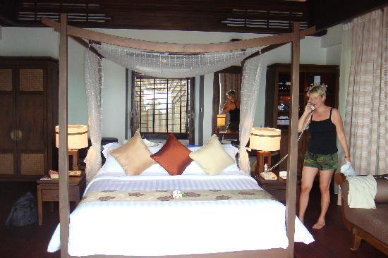 Nora Buri Resort & Spa : bed
