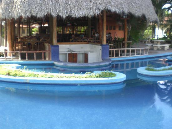 """Ecoplaya Beach Resort: """"swim up bar"""""""