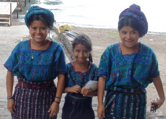 Barcelo Guatemala City: Kids who sold me too much stuff in Lake Atltlan