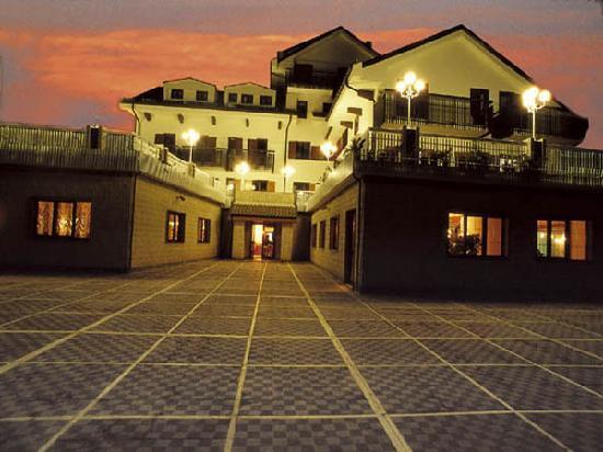 Grand Hotel delle Rocche: VISTA PARZIALE DELL'HOTEL