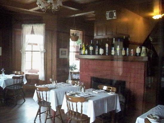 Rendezvous Inn & Restaurant: The Dining Room