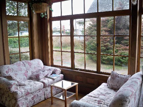 Rendezvous Inn & Restaurant: comfy just plain comfy sitting room