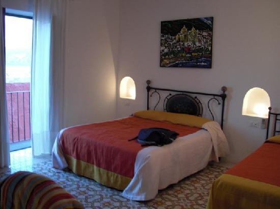 Hotel I Cinque Balconi: Notre chambre / vue sur la mer