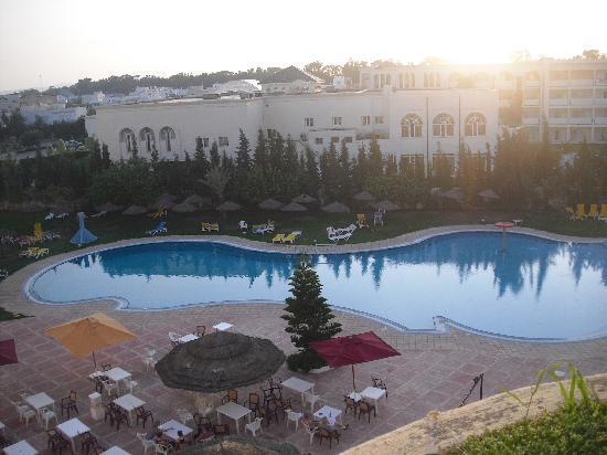 Majesty Golf Hotel : Piscine vu de la chambre