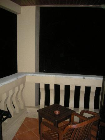 Kata Beach Resort and Spa: small balcony