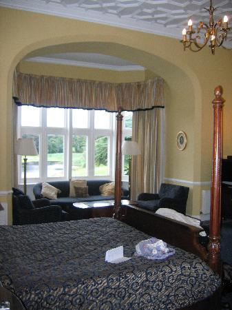 Adare Manor: Our HUGE room!