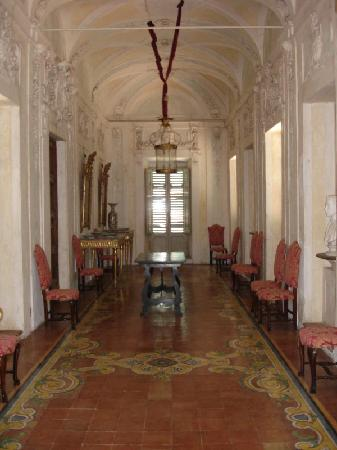 Villa Aureli: Grand reception hall on the first floor