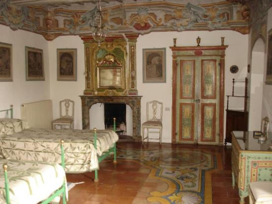 Castel del Piano, Italië: one of two bedrooms of second floor apartment